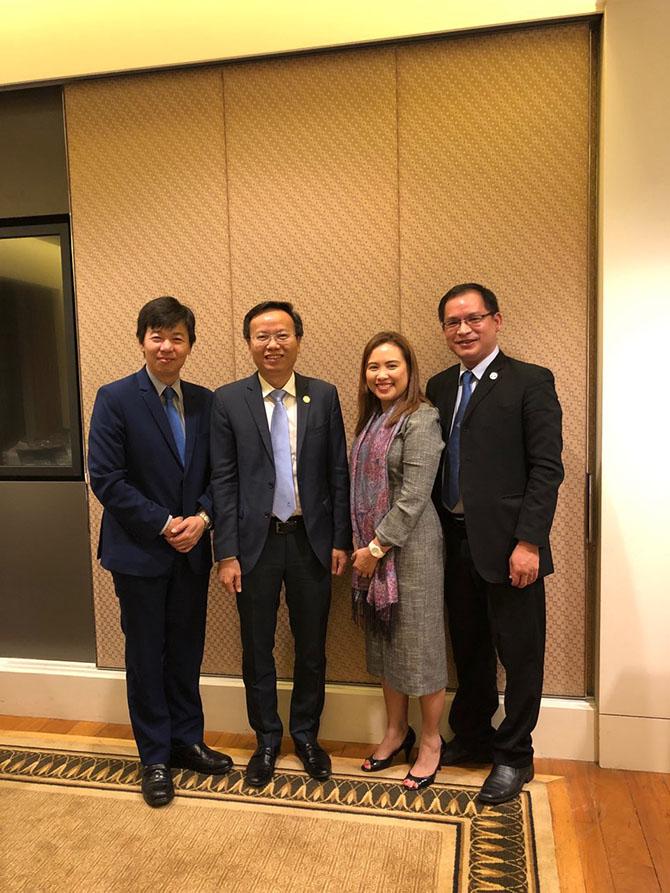 PGS. TS Mai Thanh Phong - Hiệu trưởng trường ĐH Bách khoa - ĐHQG TP.HCM và TS. Đặng Đăng Tùng - Trưởng VP. Đào tạo Quốc tế - ĐHBK (bên phải) tại Griffith University, Úc